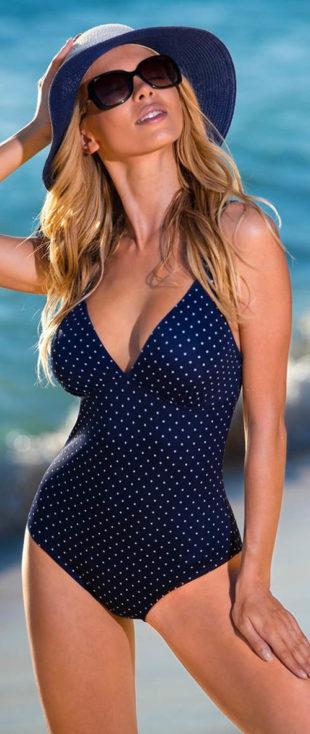 Jednoczęściowy niebieski damski kostium kąpielowy w małe groszki