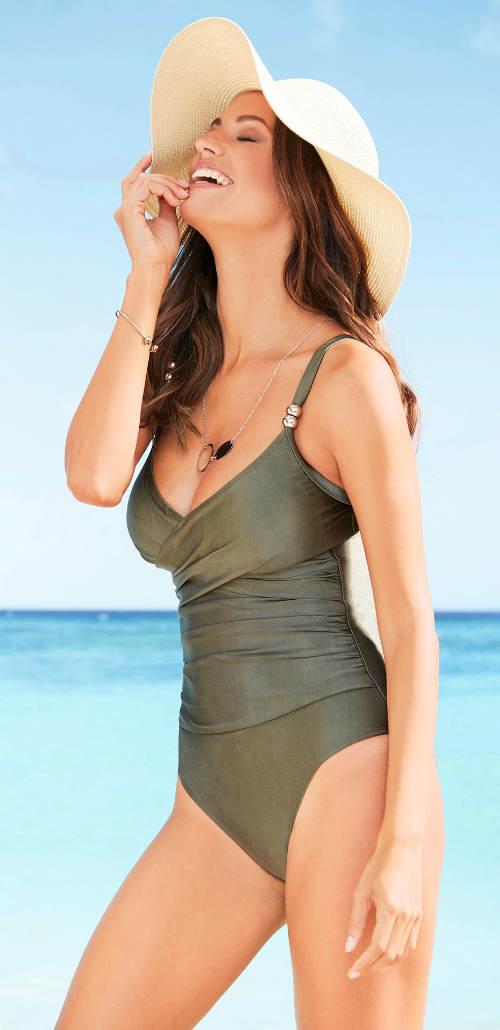 Wyprzedaż lśniący jednoczęściowy damski strój kąpielowy Bonprix