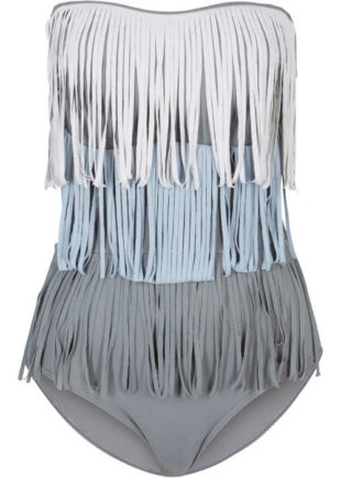 Kostium kąpielowy o wyrafinowanym kroju z frędzlami i odpinanymi ramiączkami.